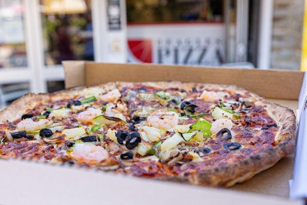 supreme beagles pizza, airlie beach