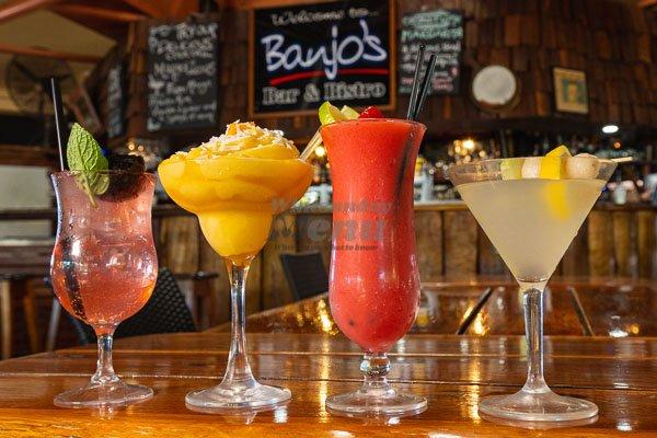 cocktails onthe bar at Banjos, Bar & Bistro, Cannonvale, Whitsundays